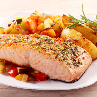 Grilled Salmon with Peach Salsa and Spring Mix